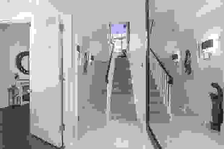 Victoria Square, London SW1W Modern Corridor, Hallway and Staircase by APT Renovation Ltd Modern