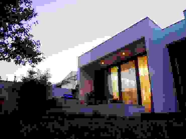 Moderne Häuser von Peritraço Arquitectura Modern