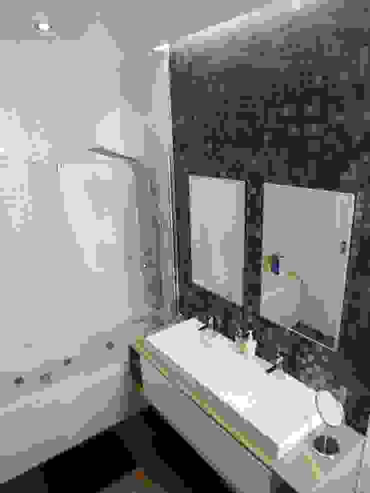 Moderne Badezimmer von Peritraço Arquitectura Modern