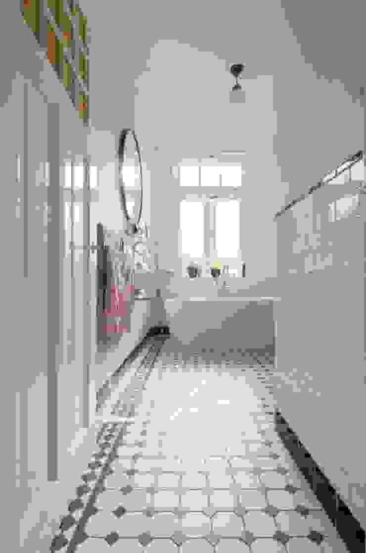 Nieuwe badkamer Moderne badkamers van studiopops Modern Tegels
