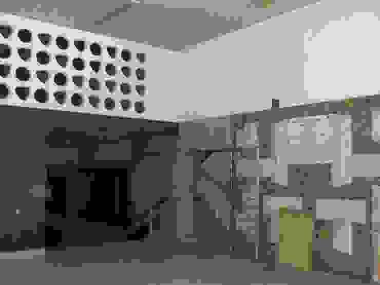 Lobby - Pré-existência por Peritraço Arquitectura Moderno