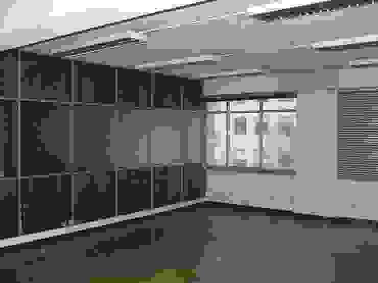 Escritórios - Pré-existência por Peritraço Arquitectura Moderno