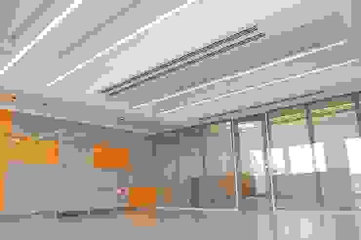 Escritórios por Peritraço Arquitectura Moderno