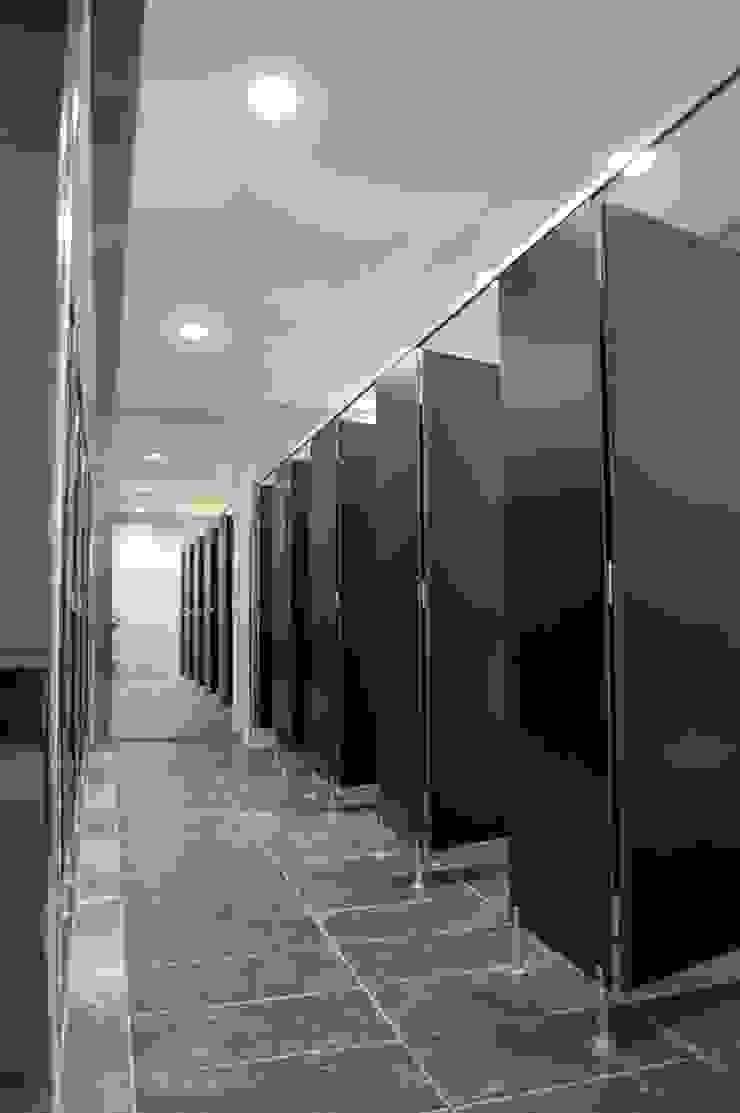 I.S. por Peritraço Arquitectura Moderno