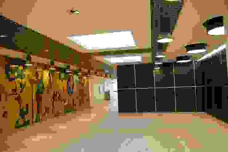 Escritórios - Atendimento ao Público por Peritraço Arquitectura Moderno
