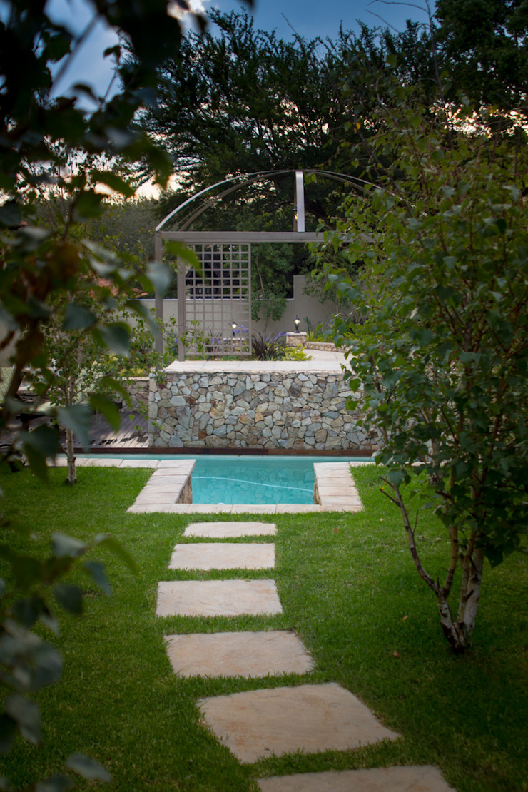 Rogers - Pool area Country style garden by The Friendly Plant (Pty) Ltd Country