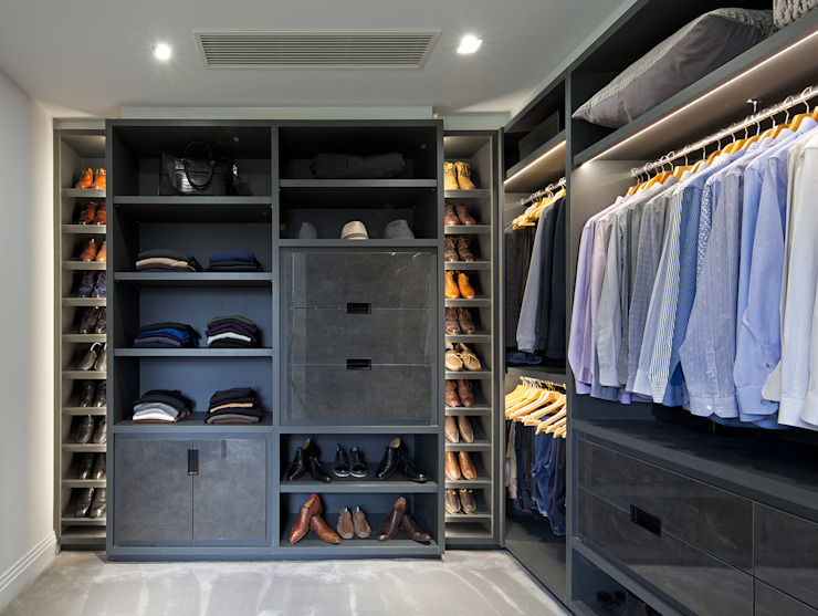 Walk in closet de estilo  por The Wood Works, Moderno Derivados de madera Transparente