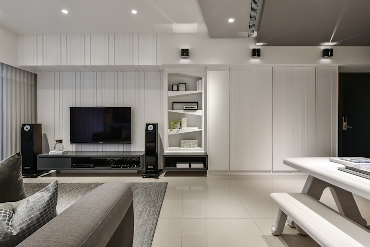 電視牆 现代客厅設計點子、靈感 & 圖片 根據 存果空間設計有限公司 現代風