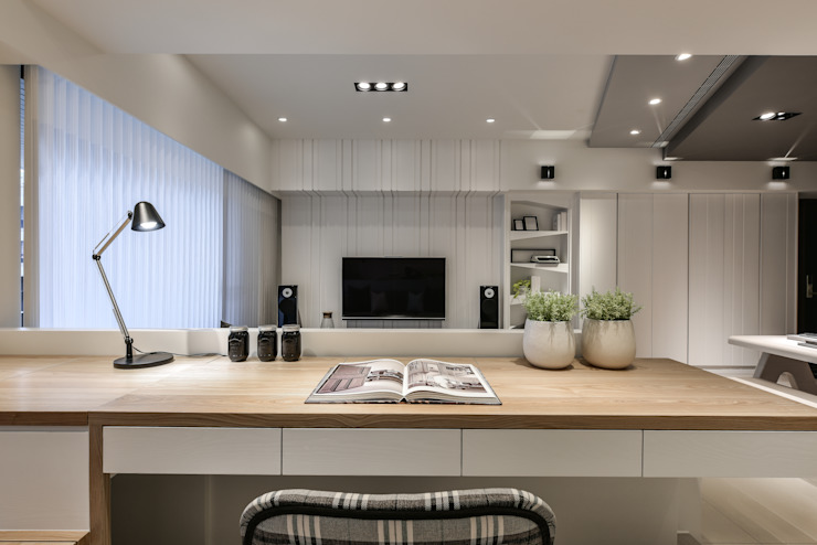 Oficinas y bibliotecas de estilo moderno de 存果空間設計有限公司 Moderno