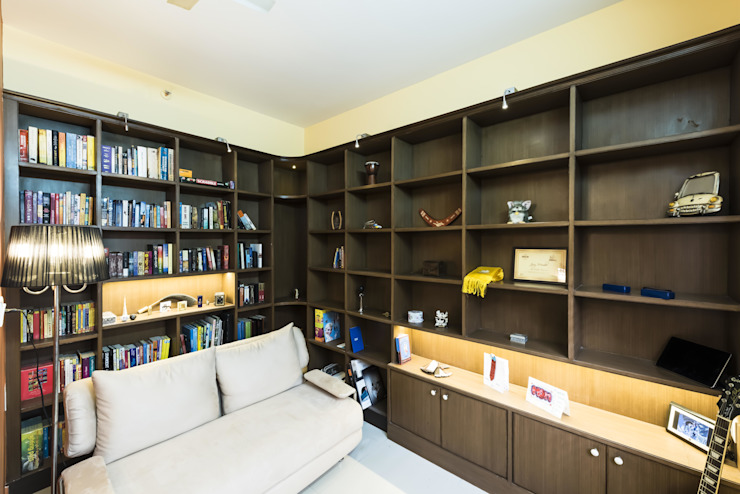 Modern Study Room and Home Office by Nandita Manwani Modern
