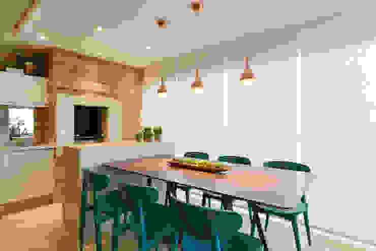 Balkon, Beranda & Teras Modern Oleh Danyela Corrêa Arquitetura Modern