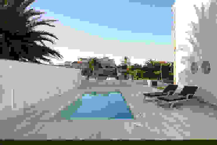 Proyecto integral de vivienda en el mar HD Arquitectura d'interiors Piscinas de estilo minimalista