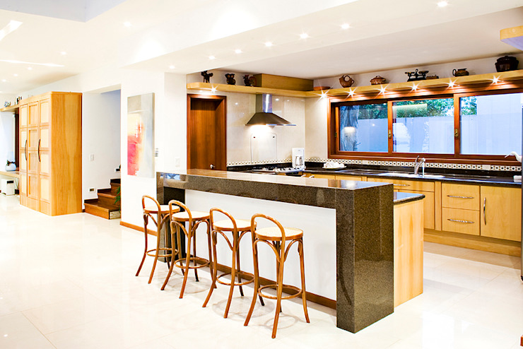 Kitchen by Tiede Arquitetos,