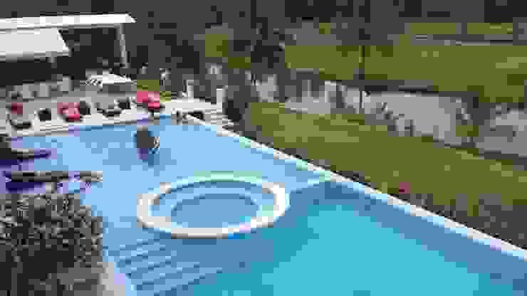 Minimalist pool by Construcciones Cubicar S.A.S Minimalist