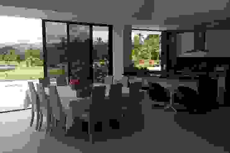Casa Campestre Condominio <q>El Peñon</q> Girardot / Tel: 3125831655 Cocinas de estilo minimalista de Construcciones Cubicar S.A.S Minimalista