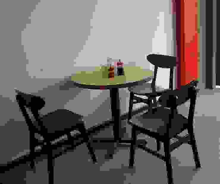 Meja & kursi kafe Bar & Klub Minimalis Oleh INTERIORKANTOR.COM Minimalis Kayu Wood effect
