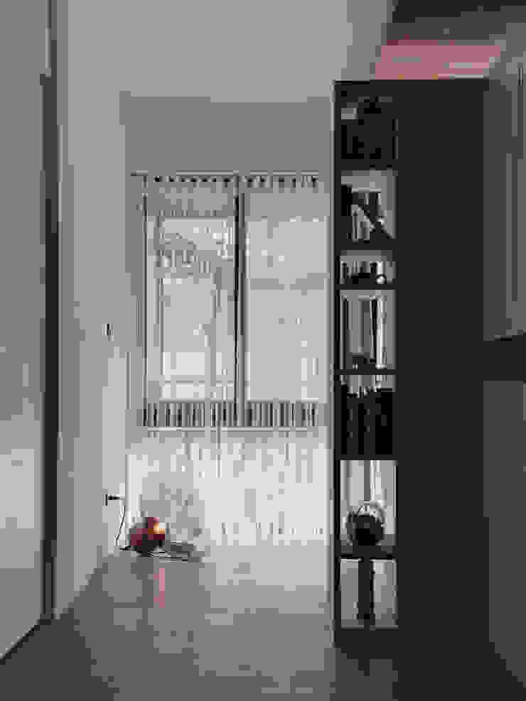 8號‧家減 現代風玄關、走廊與階梯 根據 圭侯 洪文諒空間設計 現代風