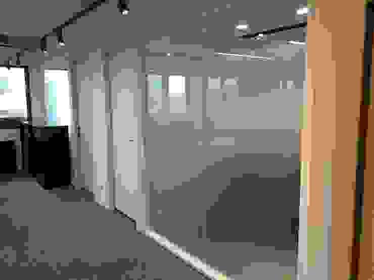 兼具舒適與美觀的辦公空間 現代房屋設計點子、靈感 & 圖片 根據 捷士空間設計(省錢裝潢) 現代風