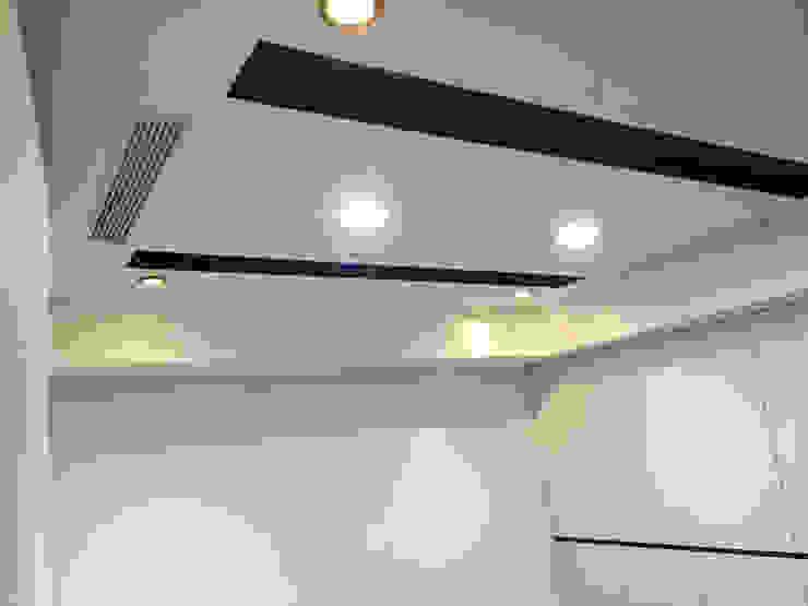 兼具舒適與美觀的辦公空間 現代風玄關、走廊與階梯 根據 捷士空間設計(省錢裝潢) 現代風