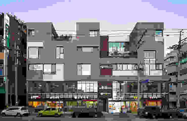 서측 정면 모던스타일 주택 by (주)건축사사무소 모도건축 모던
