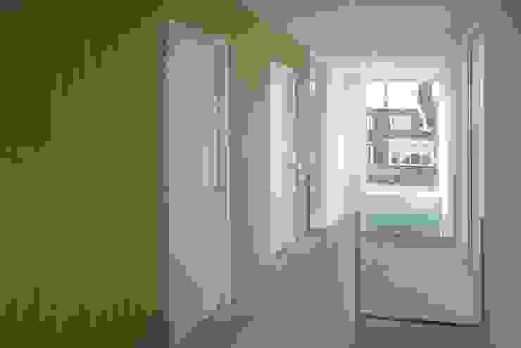 traphuis boven Moderne gangen, hallen & trappenhuizen van Studio Blanca Modern