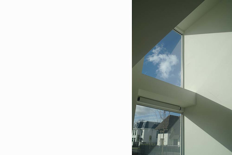 vide in woonkamer Moderne woonkamers van Studio Blanca Modern