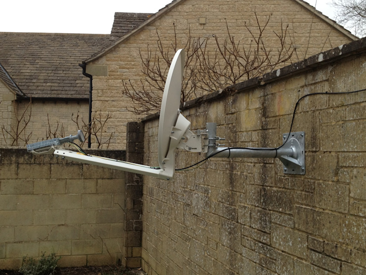 Satellite Broadband Lechlade Ruang Keluarga Modern Oleh Lechlade Aerials Modern Metal
