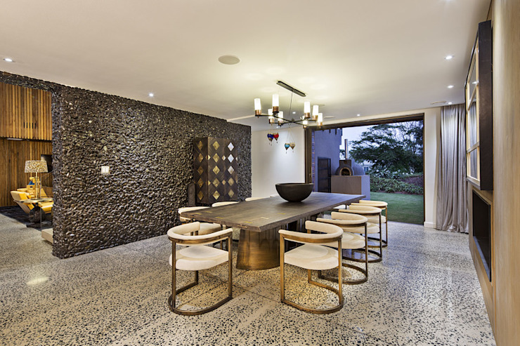 House Umhlanga:  Dining room by Ferguson Architects, Modern