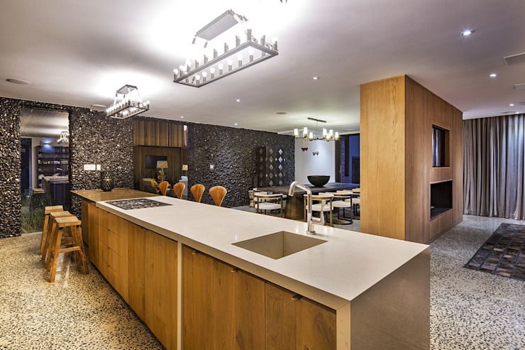 House Umhlanga:  Kitchen by Ferguson Architects, Modern