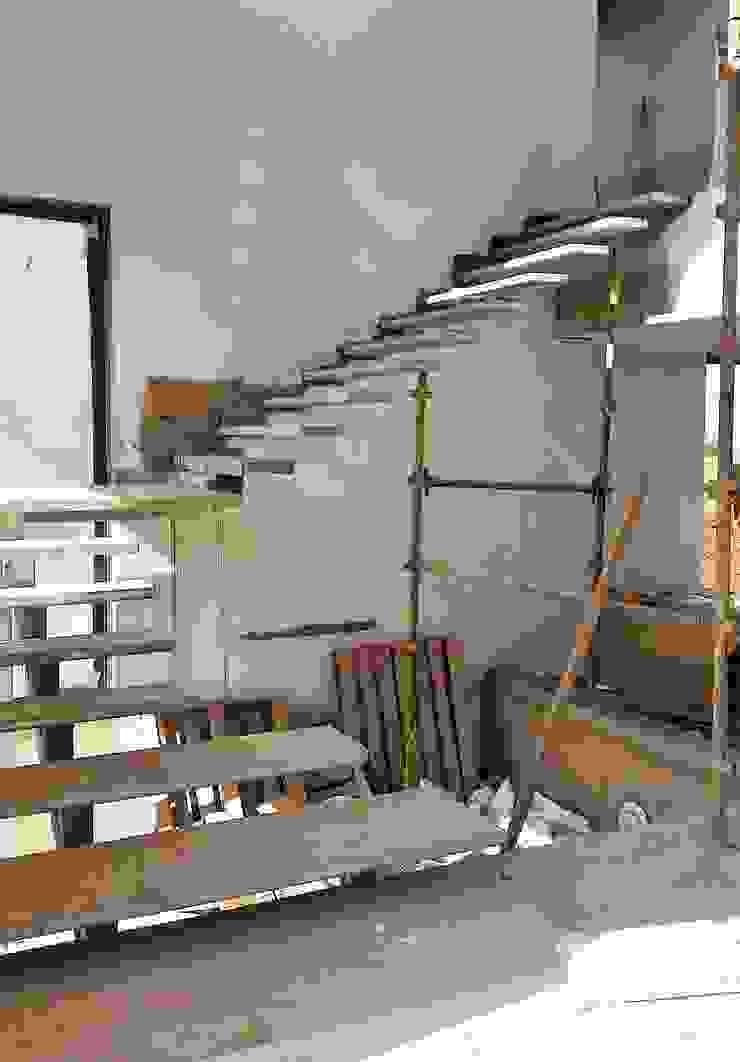 الممر الحديث، المدخل و الدرج من Ferguson Architects حداثي
