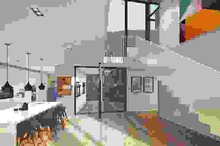 Oranjezicht House #02 Modern kitchen by Kunst Architecture & Interiors Modern