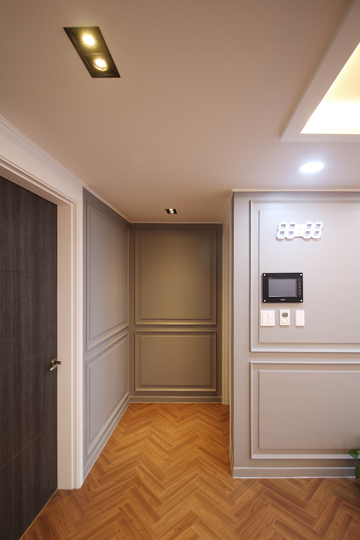 Classic style corridor, hallway and stairs by 까사델오키드 Classic