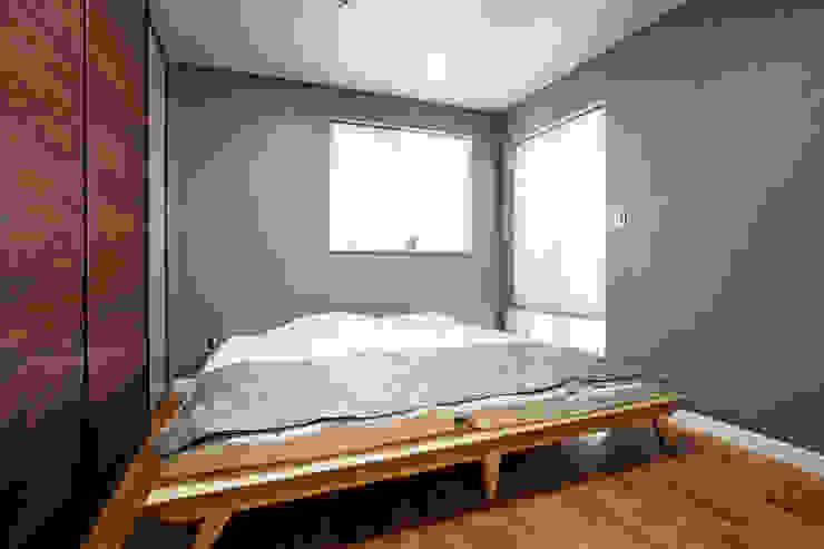 창조하우징 – 판교 중목구조 현장 2 모던스타일 침실 by 창조하우징 모던