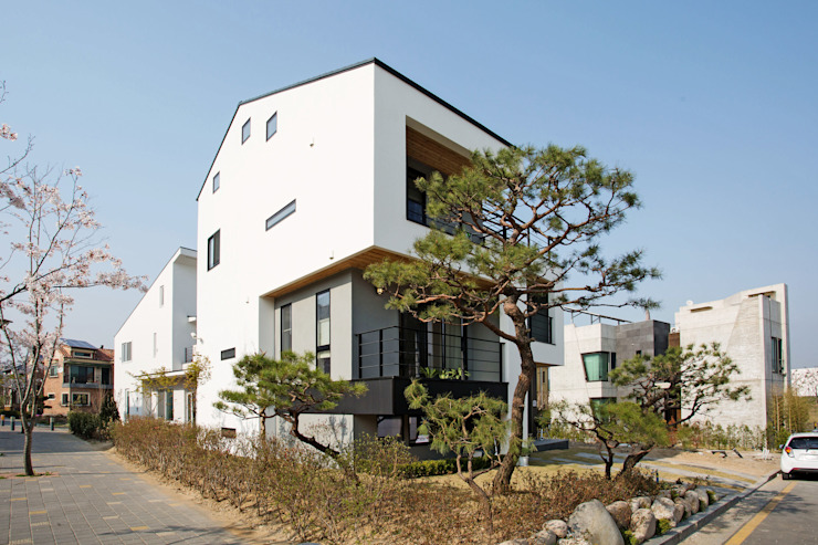 창조하우징 – 판교 중목구조 현장 2 모던스타일 주택 by 창조하우징 모던