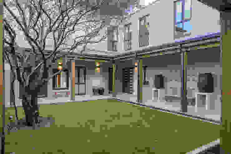 Houses by Gelding Construction Company  (PTY) Ltd, Modern