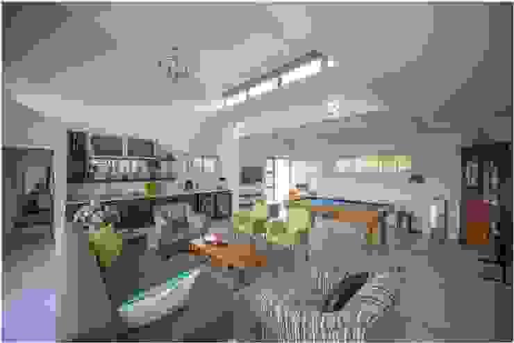 Salas de estar modernas por Gelding Construction Company (PTY) Ltd Moderno