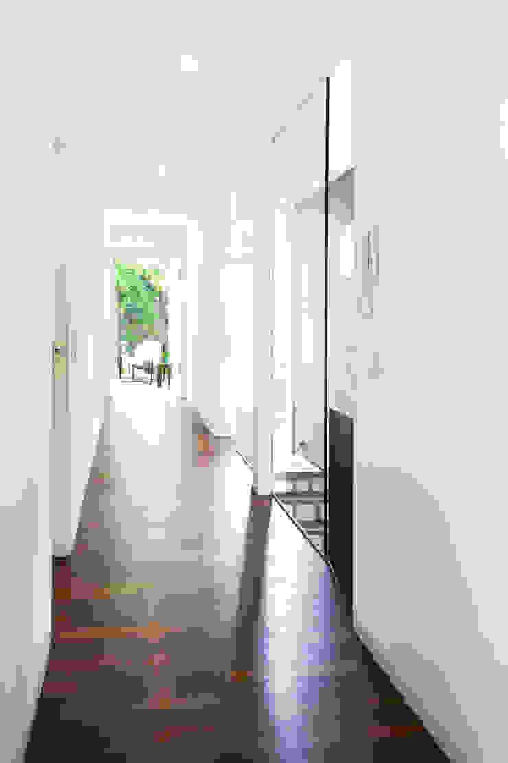 ARCHITEKTEN GECKELER Minimalist corridor, hallway & stairs Wood