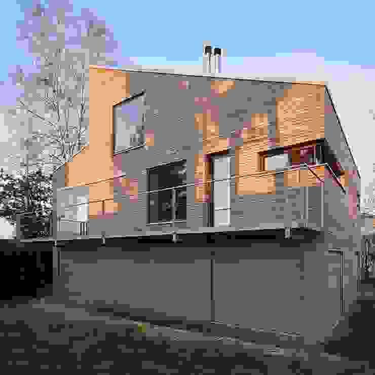 ARCHITEKTEN GECKELER Modern Houses Wood Grey