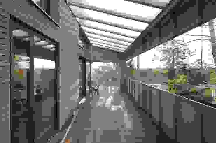 ARCHITEKTEN GECKELER Modern Terrace Wood Grey