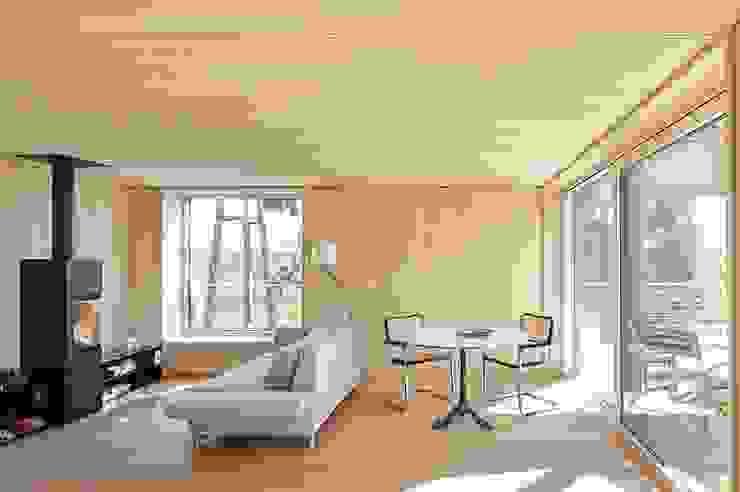 ARCHITEKTEN GECKELER Modern Living Room Wood White
