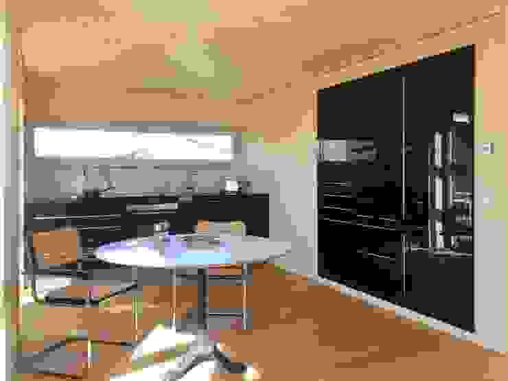 ARCHITEKTEN GECKELER Modern Kitchen Wood-Plastic Composite Black