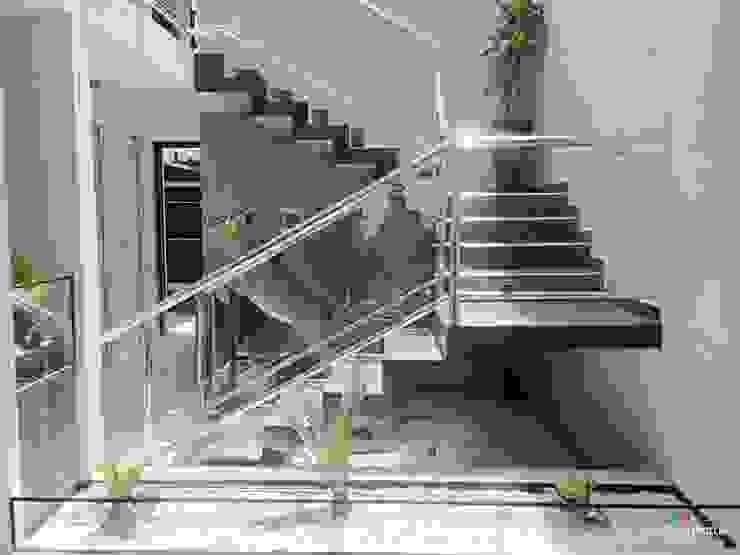 Minimalist corridor, hallway & stairs by Estudio Chipotle Minimalist
