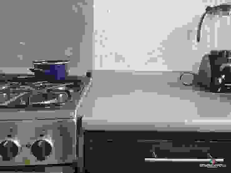 Minimalist kitchen by Estudio Chipotle Minimalist