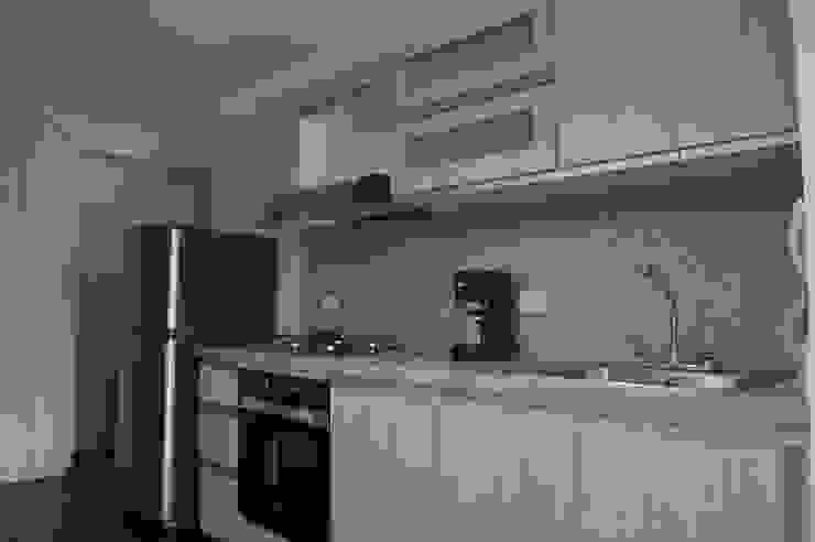 apartamento 603 Cocinas de estilo minimalista de cadali Minimalista Granito