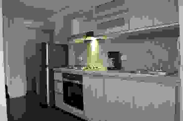 apartamento 603 Cocinas de estilo minimalista de cadali Minimalista