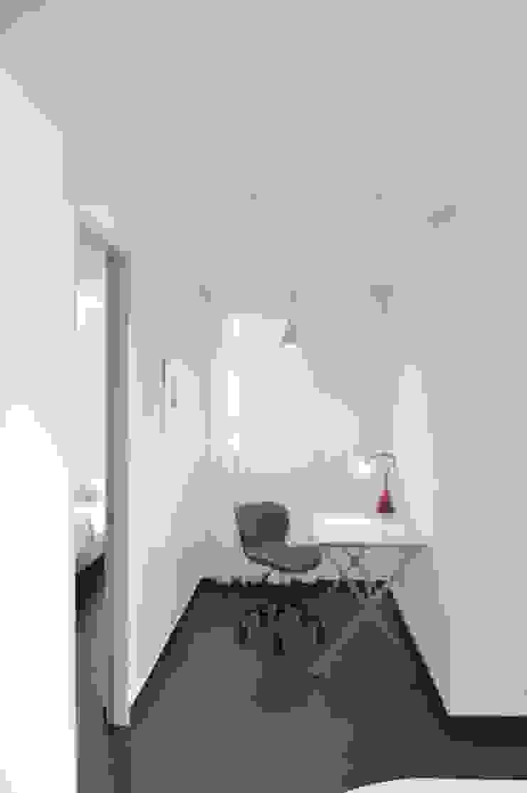 apartamento 603 Estudios y despachos de estilo minimalista de cadali Minimalista