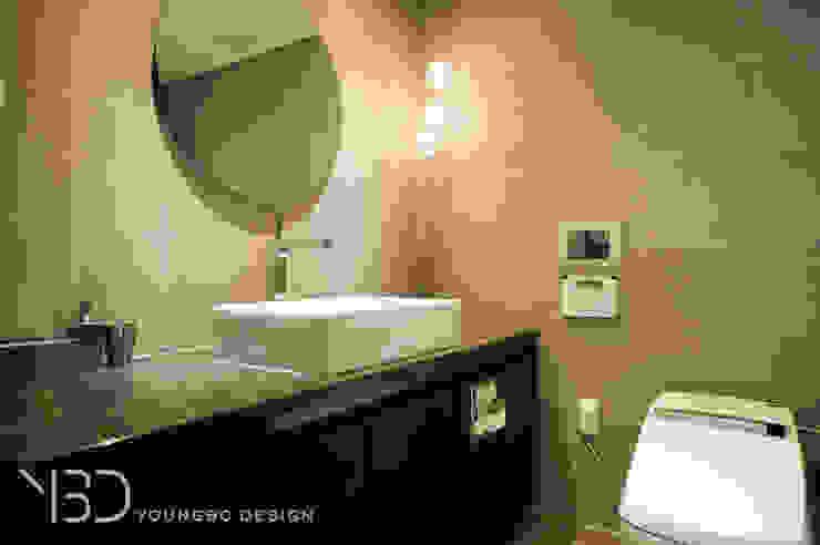 원형거울의 마스터 욕실 모던스타일 욕실 by 영보디자인 YOUNGBO DESIGN 모던