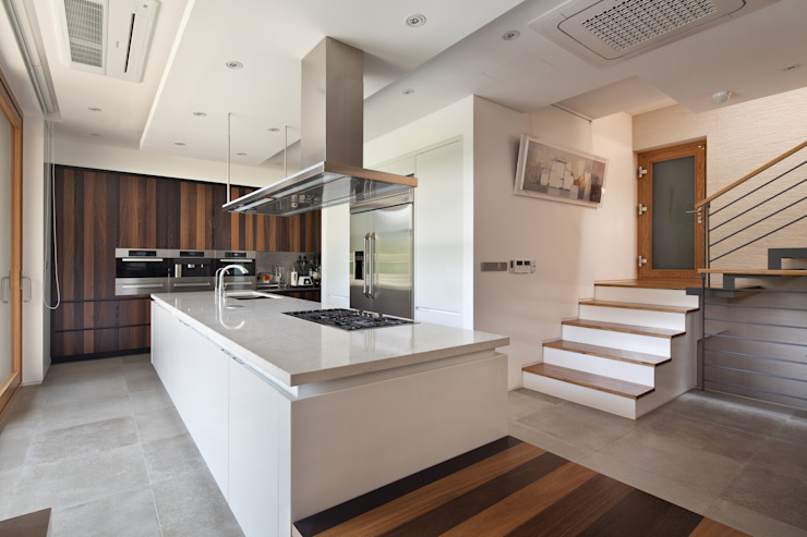 現代廚房設計點子、靈感&圖片 根據 homify 現代風 大理石