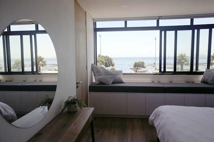 Mouille Point Apartment:  Bedroom by Kunst Architecture & Interiors