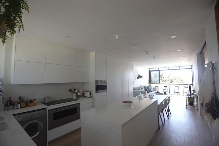 Mouille Point Apartment Modern kitchen by Kunst Architecture & Interiors Modern
